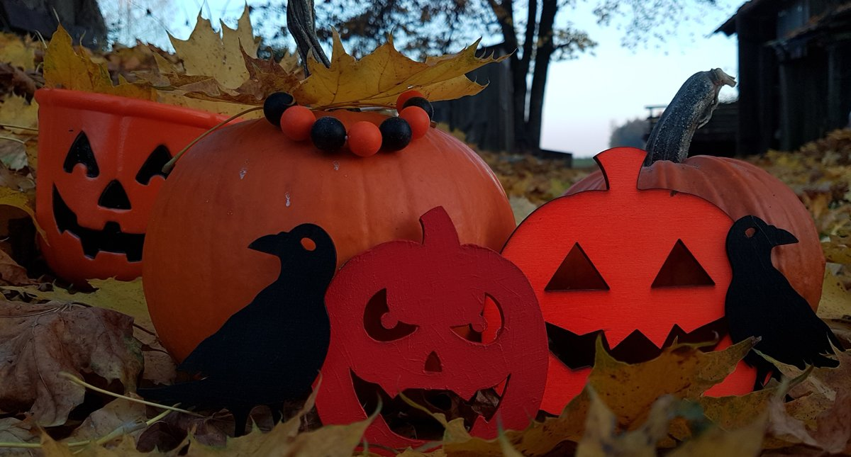 Koka figūras ar Helovīnu tematiku