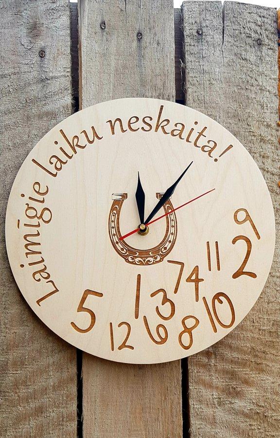 """Koka pulkstenis """"Laimīgie laiku neskaita"""", 30cm diam."""