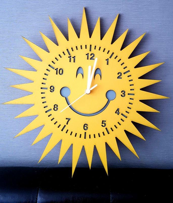 """Koka pulkstenis """"Saule"""""""