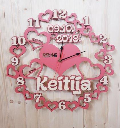 Koka pulkstenis ar bērna vārdu un dzimšanas datiem 40cm diam.