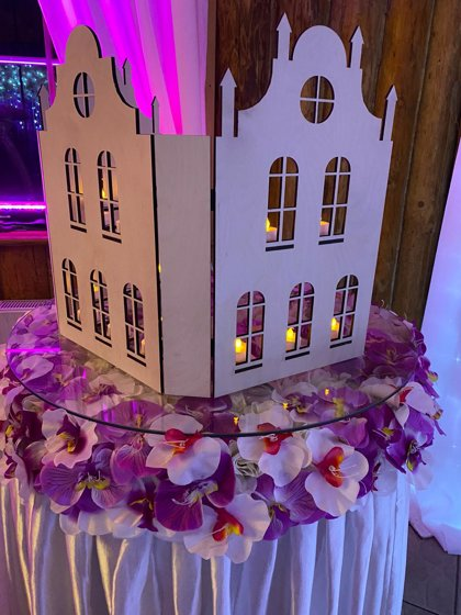 Koka kāzu foto dekors māja ar plauktiņiem